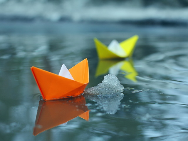 Colorful Paper Boats 壁紙画像
