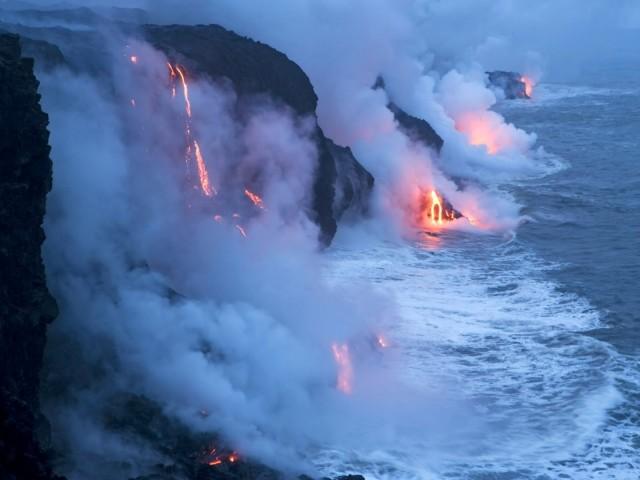 Falling Lava 壁紙画像