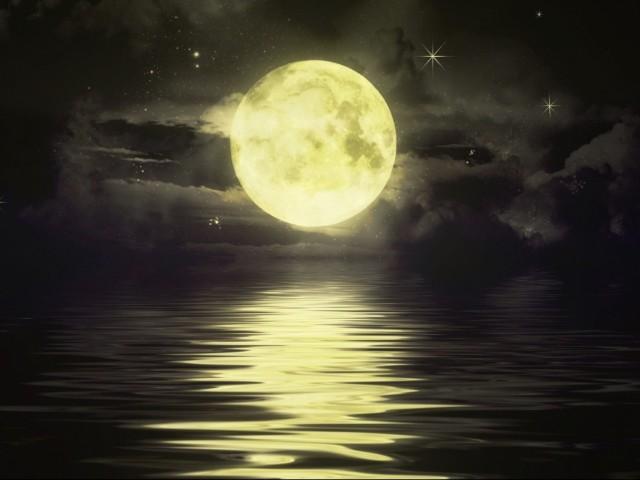 Gold Moon 壁紙画像