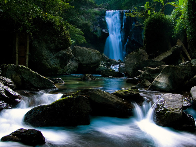 Bright Blue Waterfall 壁紙画像