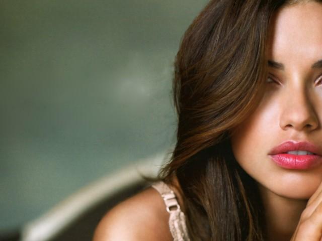 Celebrity Adriana Lima 壁紙画像
