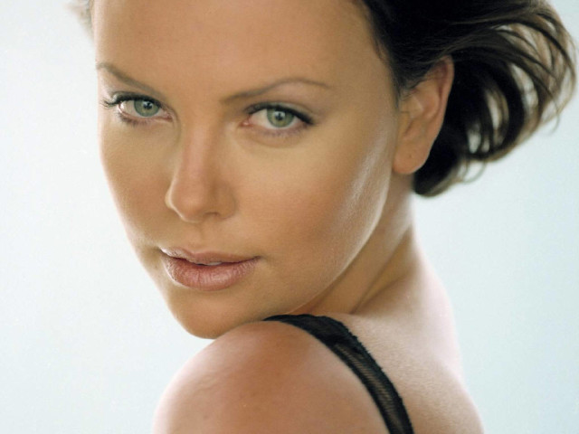 Charlize Theron 14 壁紙画像