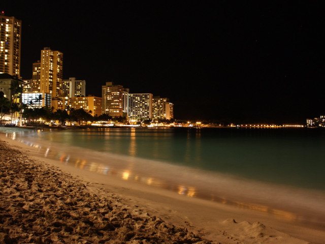 City Nights By The Beach 壁紙画像