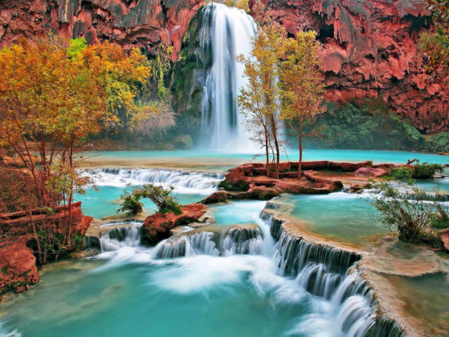 Colorful Waterfall 壁紙画像