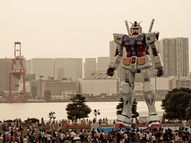 Full Sized Gundam Robot 壁紙画像