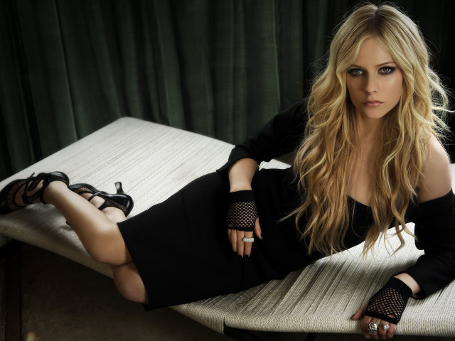 Celebrity Avril Lavigne 壁紙画像