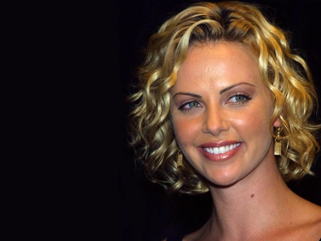 Charlize Theron 220 壁紙画像