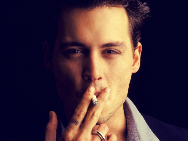 Johnny Depp Smoking 壁紙画像